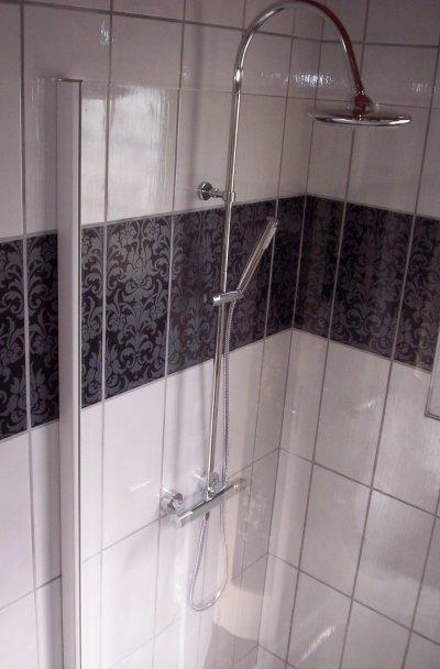 Salle de bain noir et blanc style baroque ent galzin habitat 71 am lioration de l 39 Tableau salle de bain noir et blanc